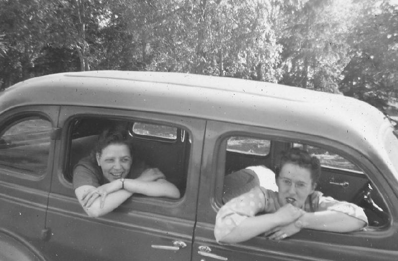 girls in old car